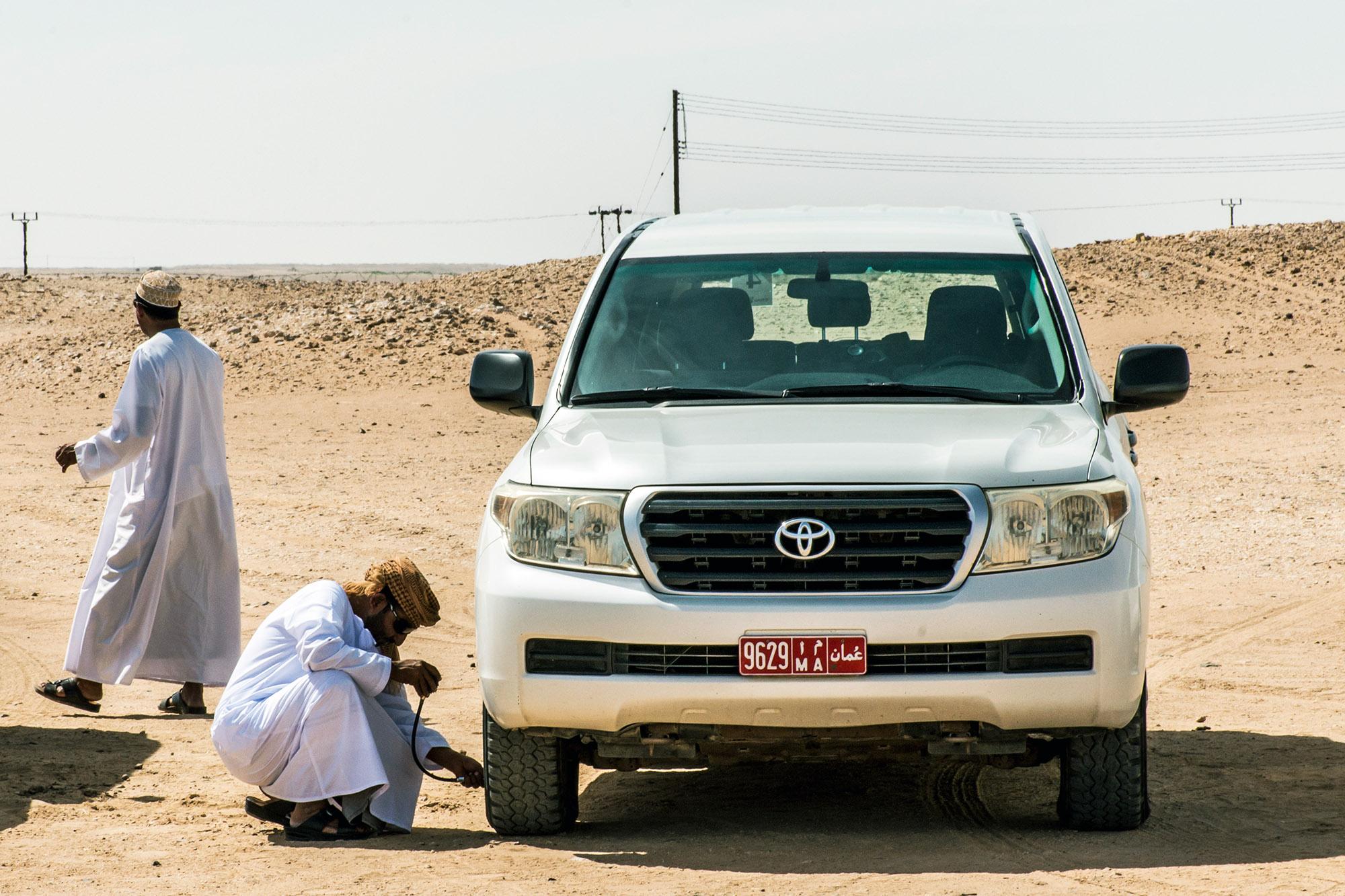 Oman Salalah 17.10.2016 Jeep traditional Safari Dune Bashing Oman Ubar Desert Rub al Khali Local arab people during Tour dhofar Sultanate